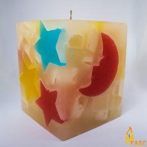 lumanare-cub-mediu-din-noapte-multicolor